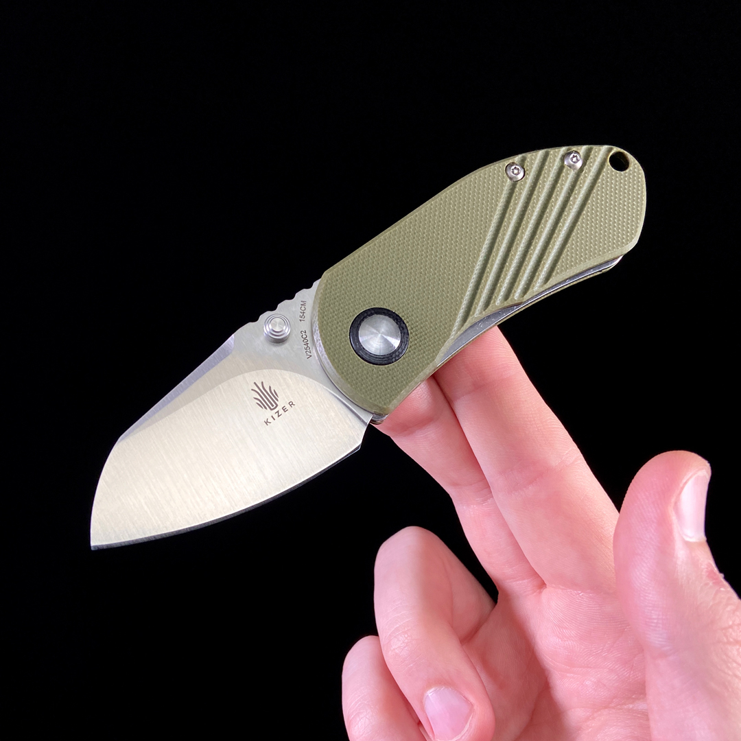 Kizer Contrail Knife, in hand