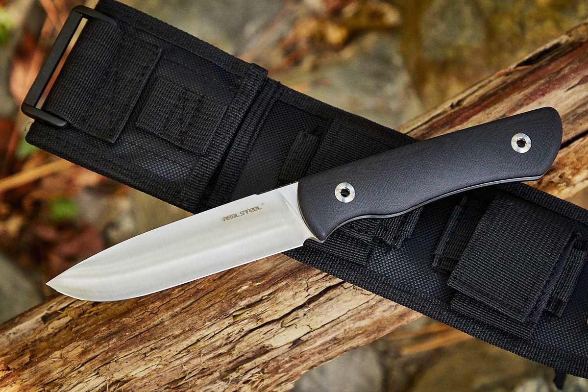 Real Steel Bushcraft fixed blade knife sitting on a log