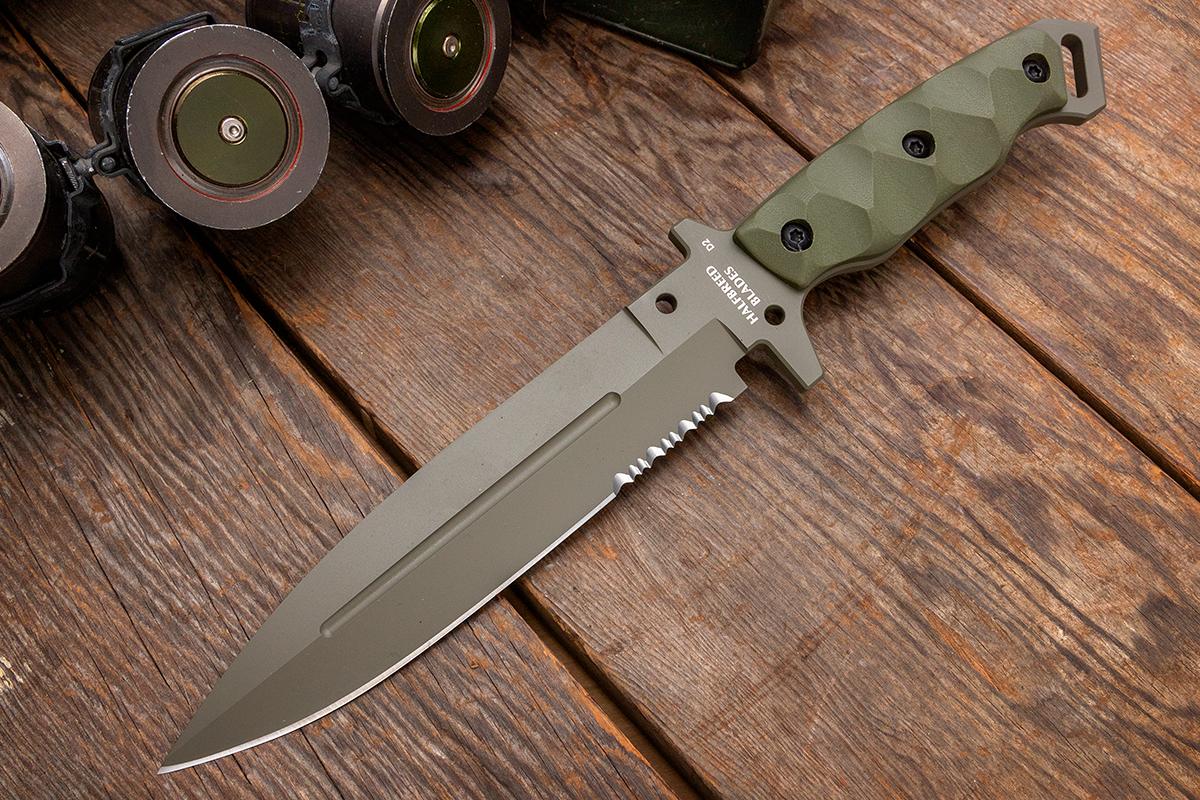 Halfbreed Blades Medium Infantry Knife on wood planks
